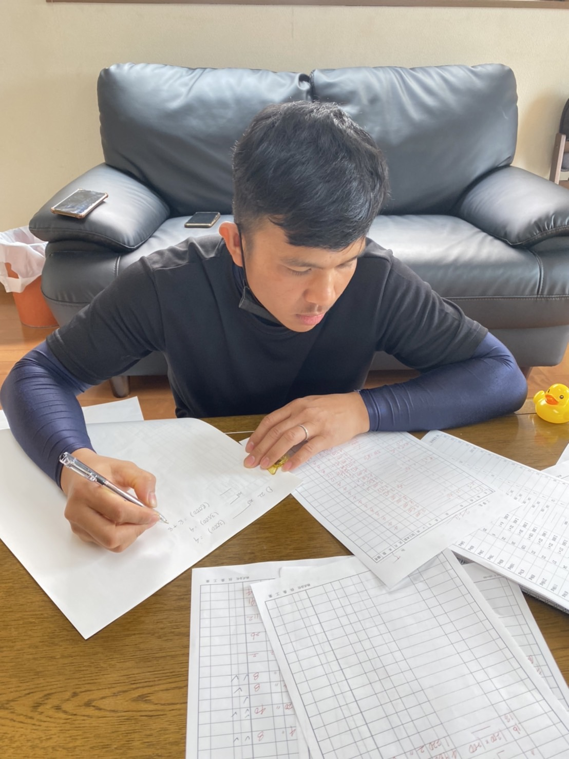 加工帳作成に取り組む実習生の様子